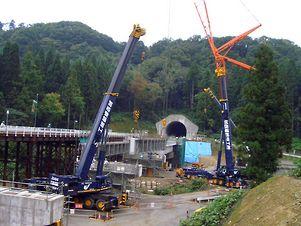 城西運輸機工  吊り上げ能力 最大650トン クレーン 輸送